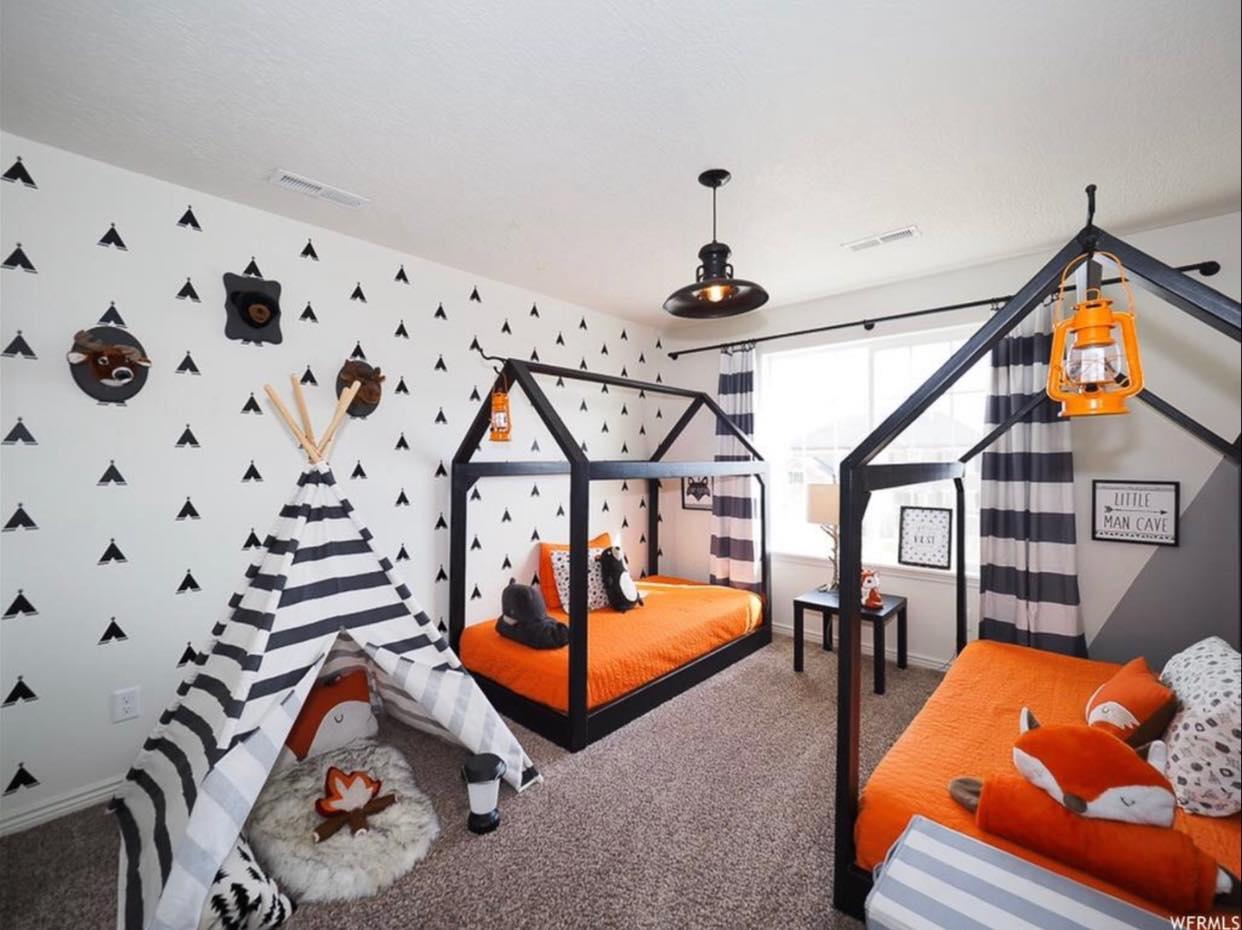 animal themed boys room
